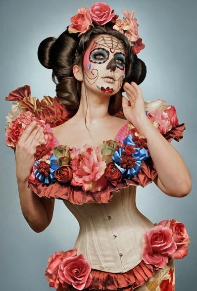 Mujer con cara pintada de Catrina