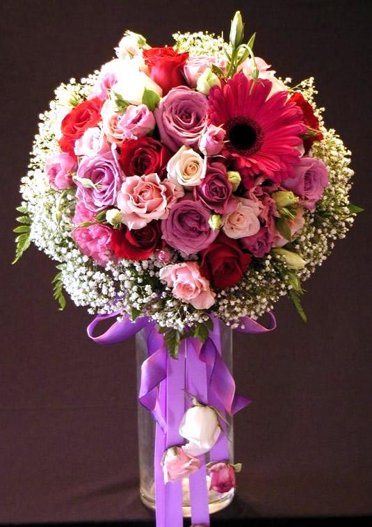 Arreglo de flores en jarrón