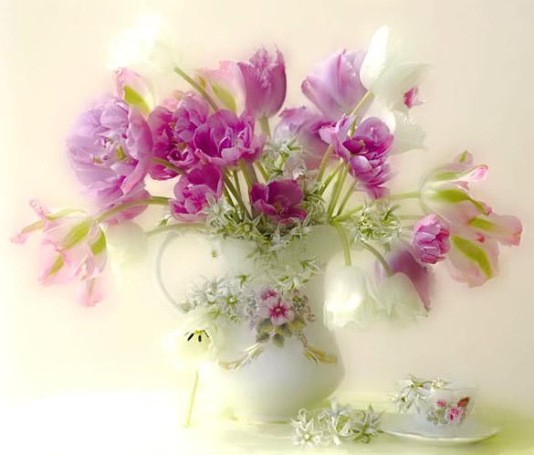 Hermoso jarrón con flores