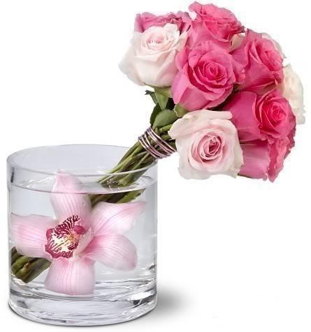 Ramo de rosas en un vaso