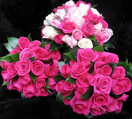 Tres hermosos ramos de rosas